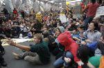 Người biểu tình trên cầu Brooklyn ở New York ngày 1/10/2011